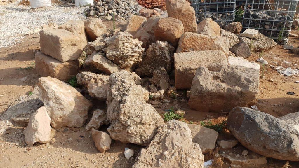 סלעים ואבנים לגינה